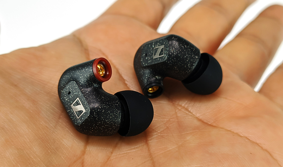https://d1.spcdn.ibt.com/images/2021/05/04/the-ie-300-earbuds-are-very-small-and-light.jpeg